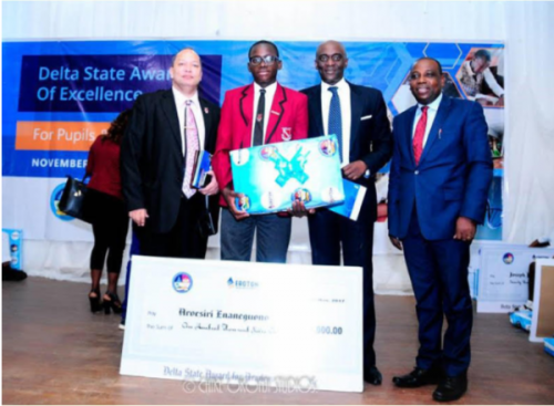 Delta-State-Government-with-the-Award-of-Excellence-1-600x440